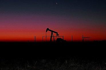 Ceny ropy kvůli růstu počtu nakažených v Indii klesají